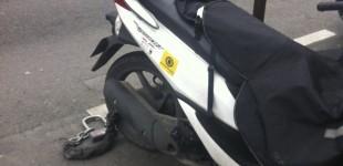 Ens'Batuc sur un scooter parisien